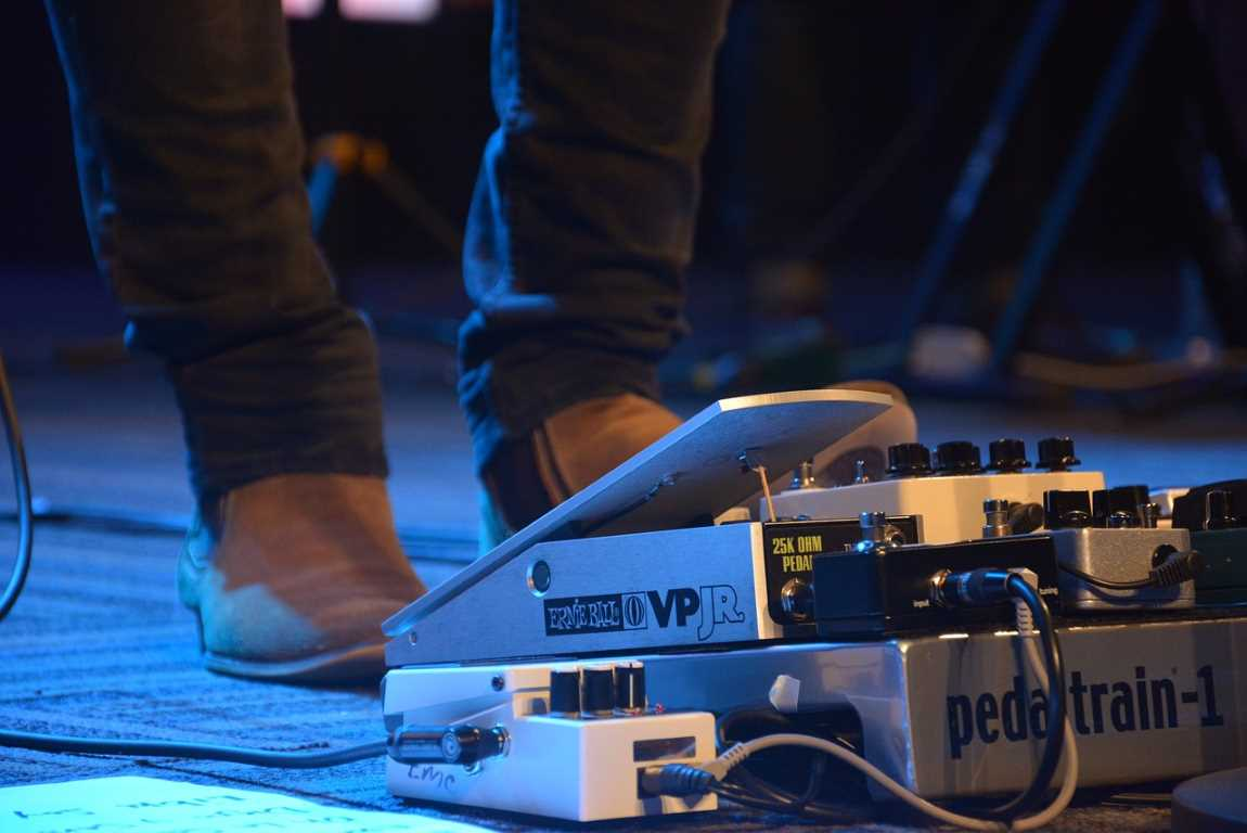 A Guide To Choosing A Guitar Loop Pedal For You
