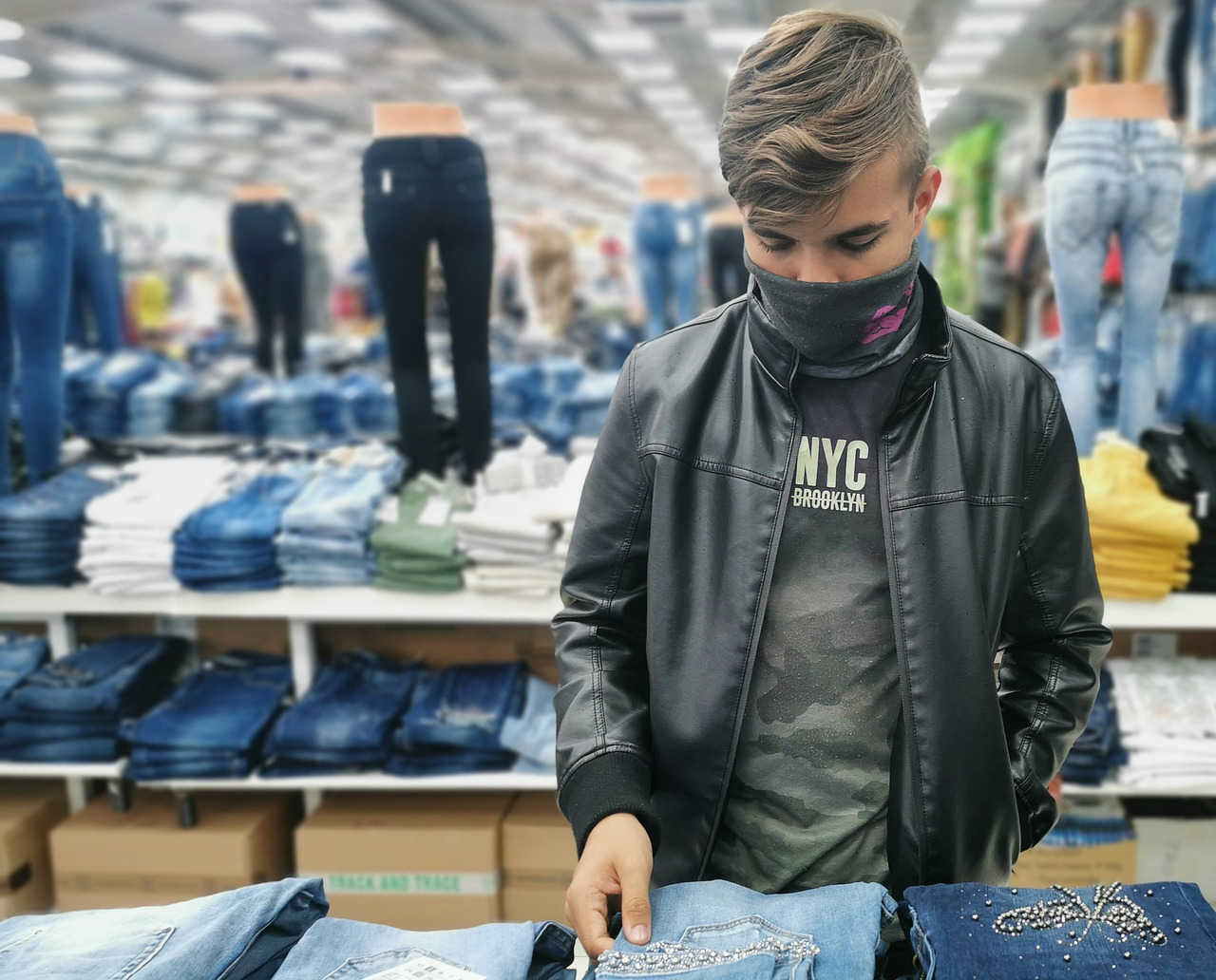 Shopping For A Teenager – Handling It Like A Pro While Making Your Kid Happy